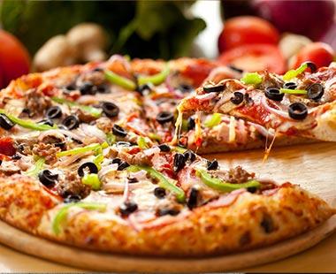 פיצה עם תוספות